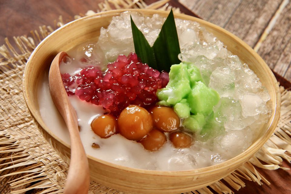 Es sumsum with sago, glutionous rice, coconut milk and fruit