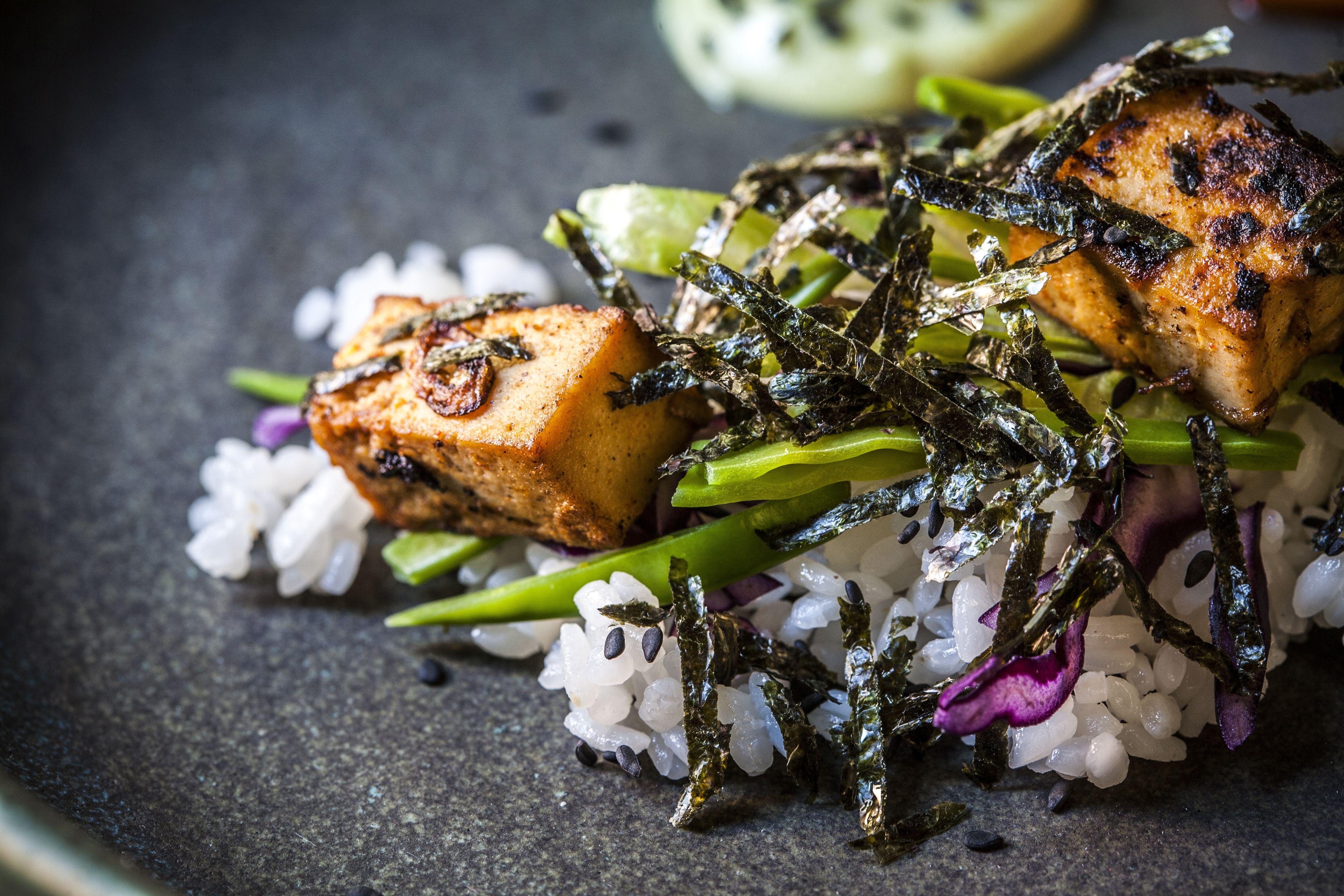 settings Smoked Tofu, Nori and Sushi Rice Salad