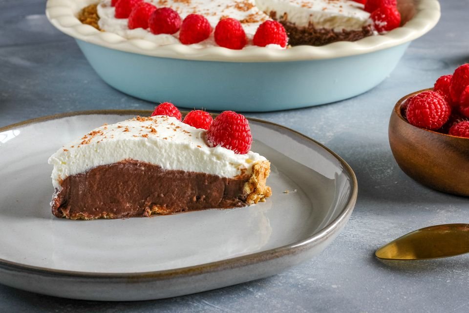 Slice of easy chocolate pudding pie recipe