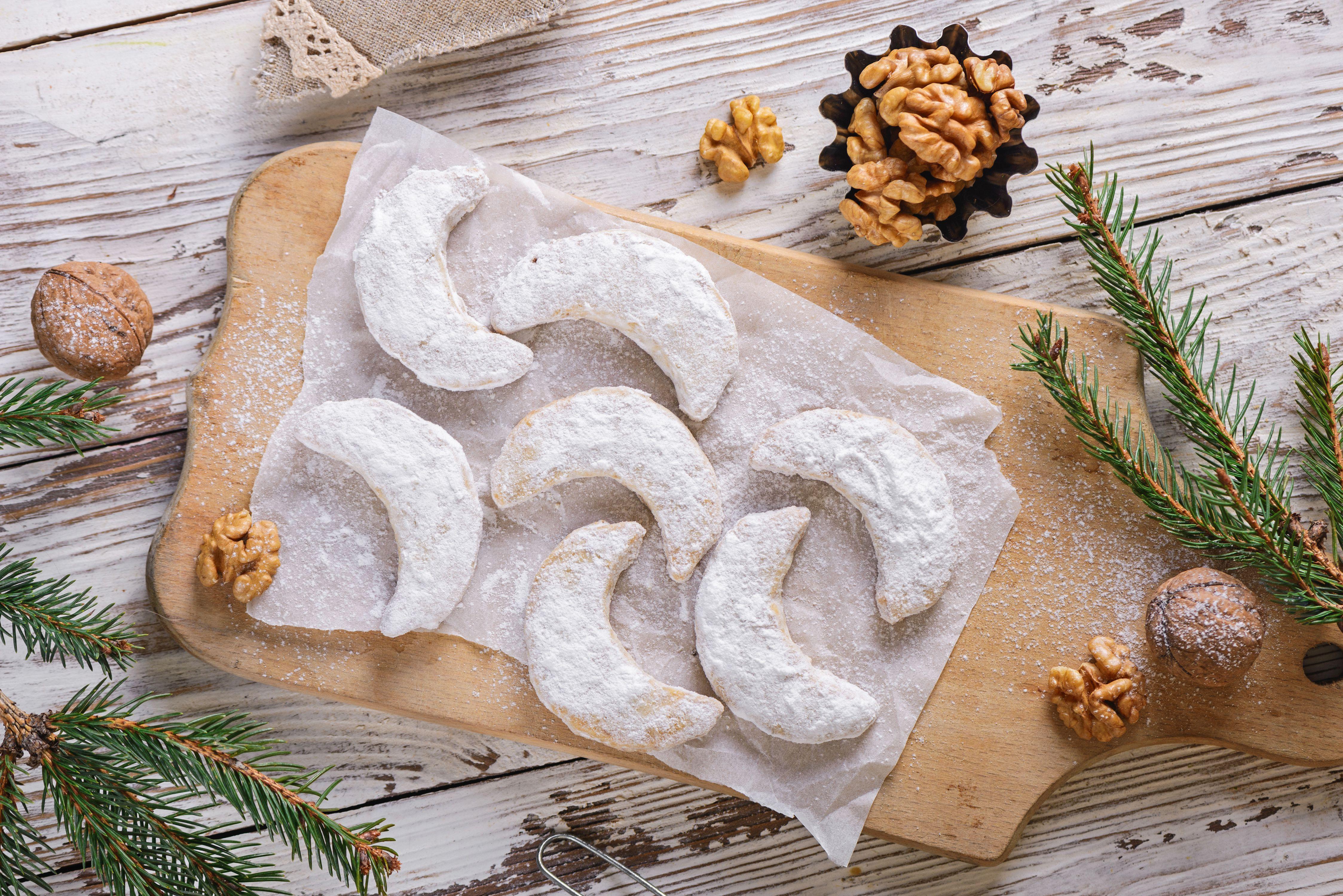 Walnut crescent cookie
