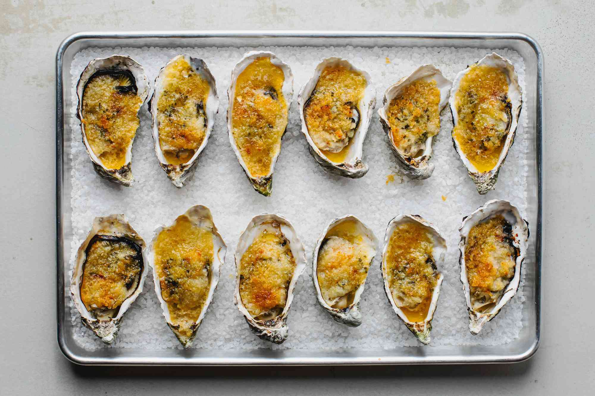 Baked oysters in the pan