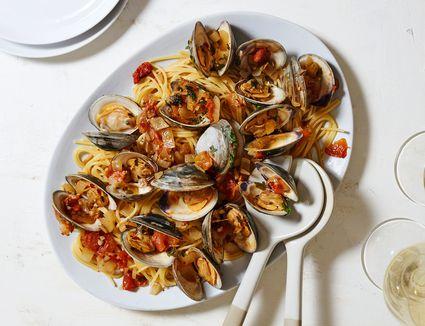 White Wine and Garlic Clam Pasta