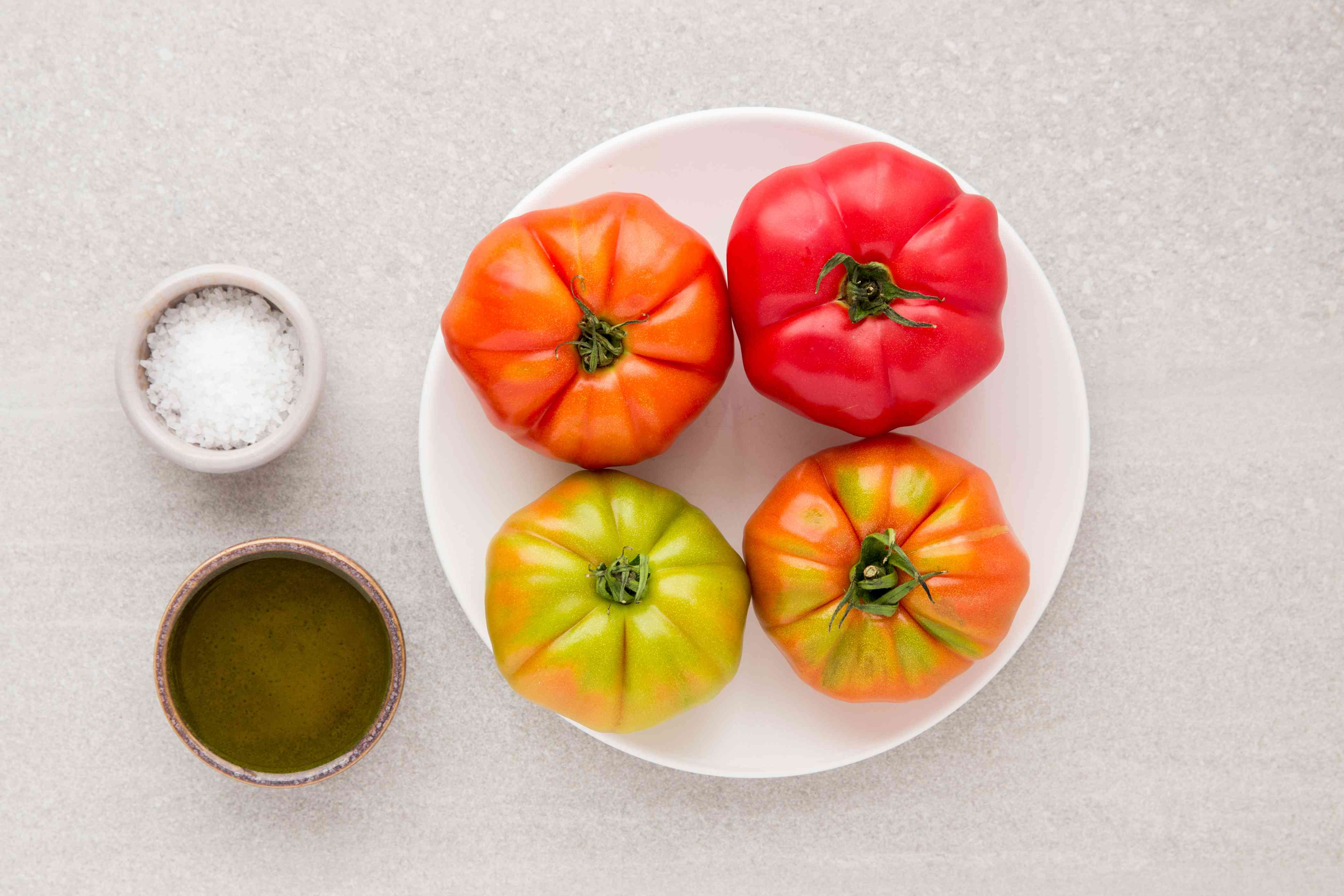 Ingredients for making grilled tomatoes
