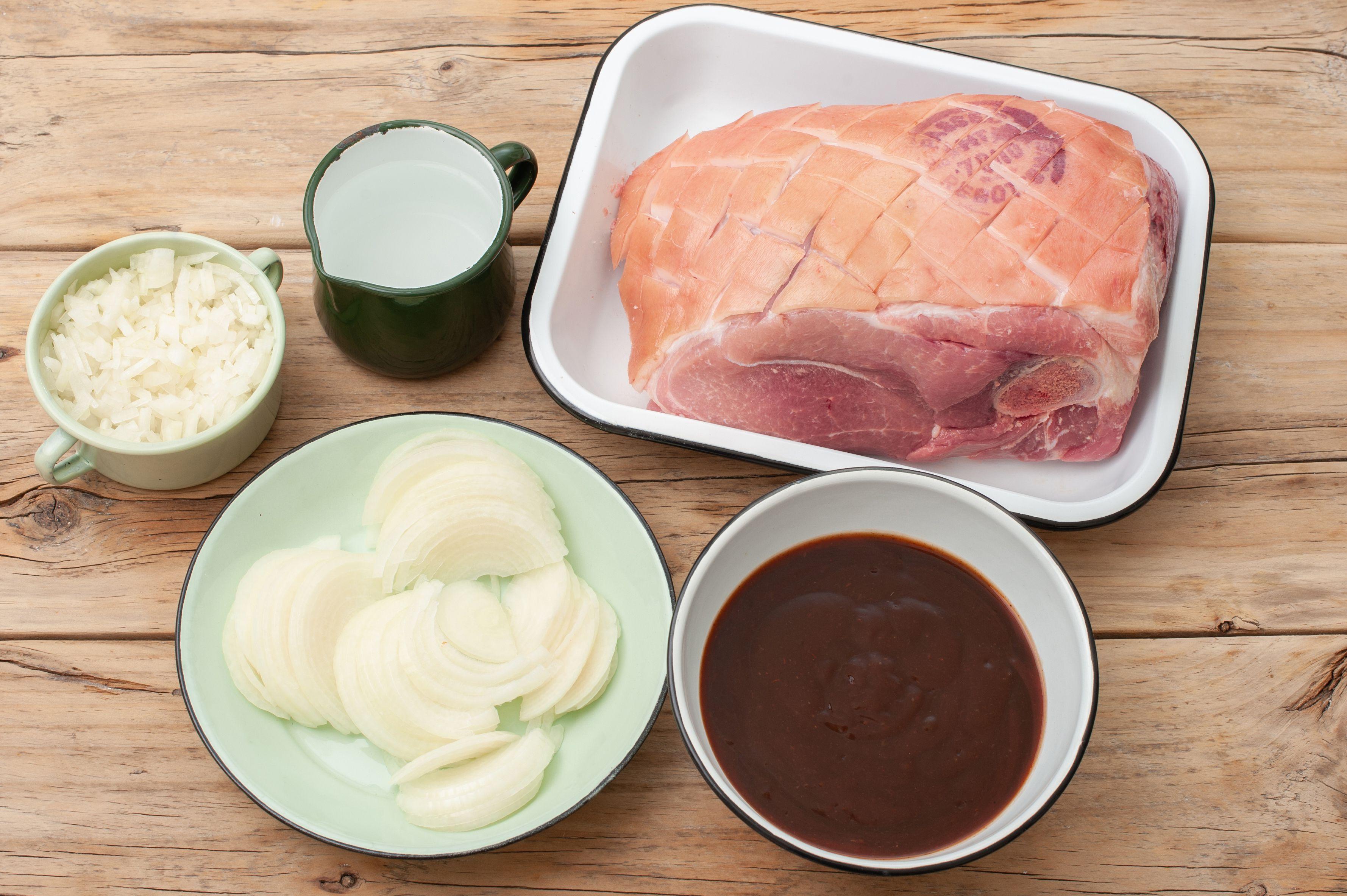 Ingredients for crock pot pulled pork
