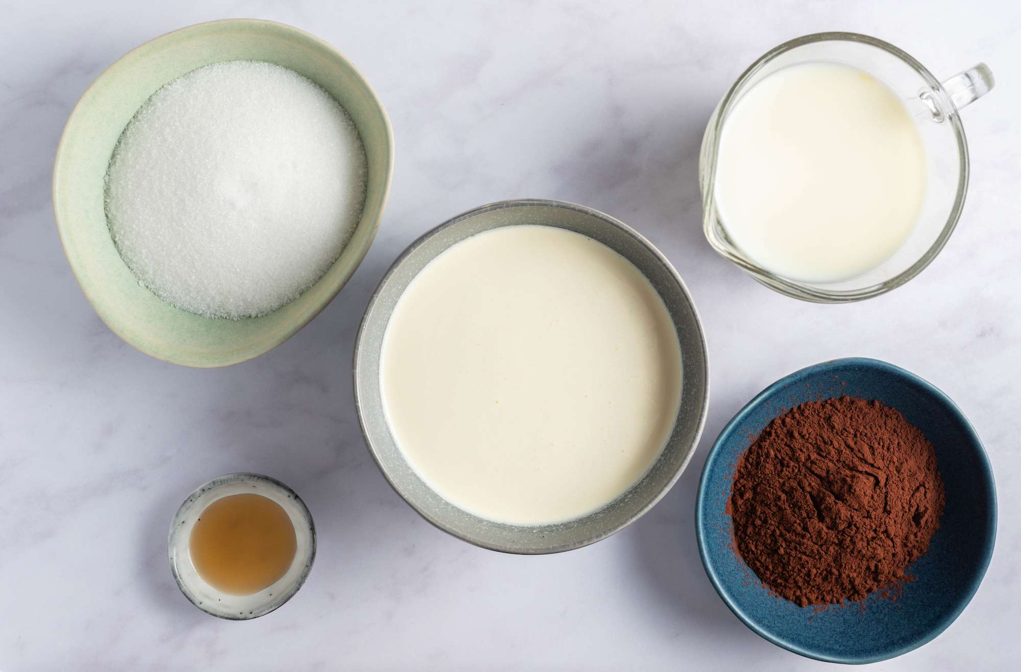 Ingredients for easy chocolate ice cream