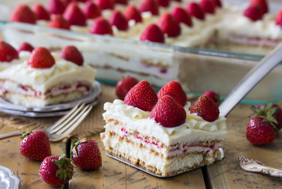 No-Bake Strawberry Cake