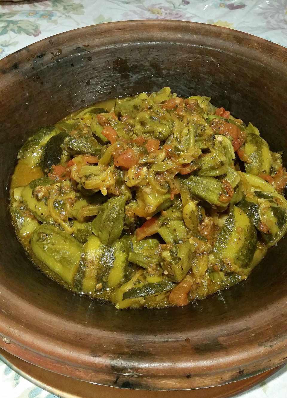 Receta marroquí de okra, calabacín y tomate tagine