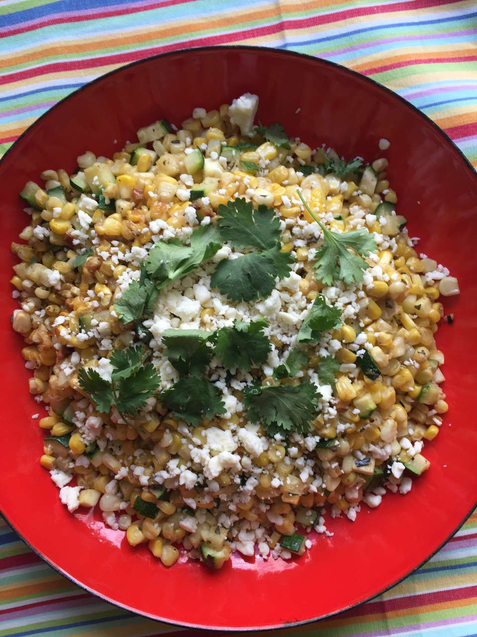 Maíz salteado y calabacín con cotija y cilantro