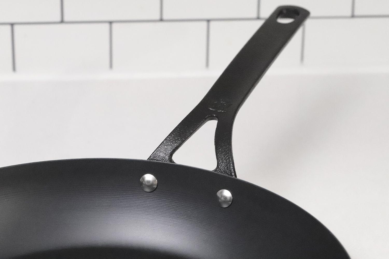 bk-cookware-black-carbon-steel-skillet-handle