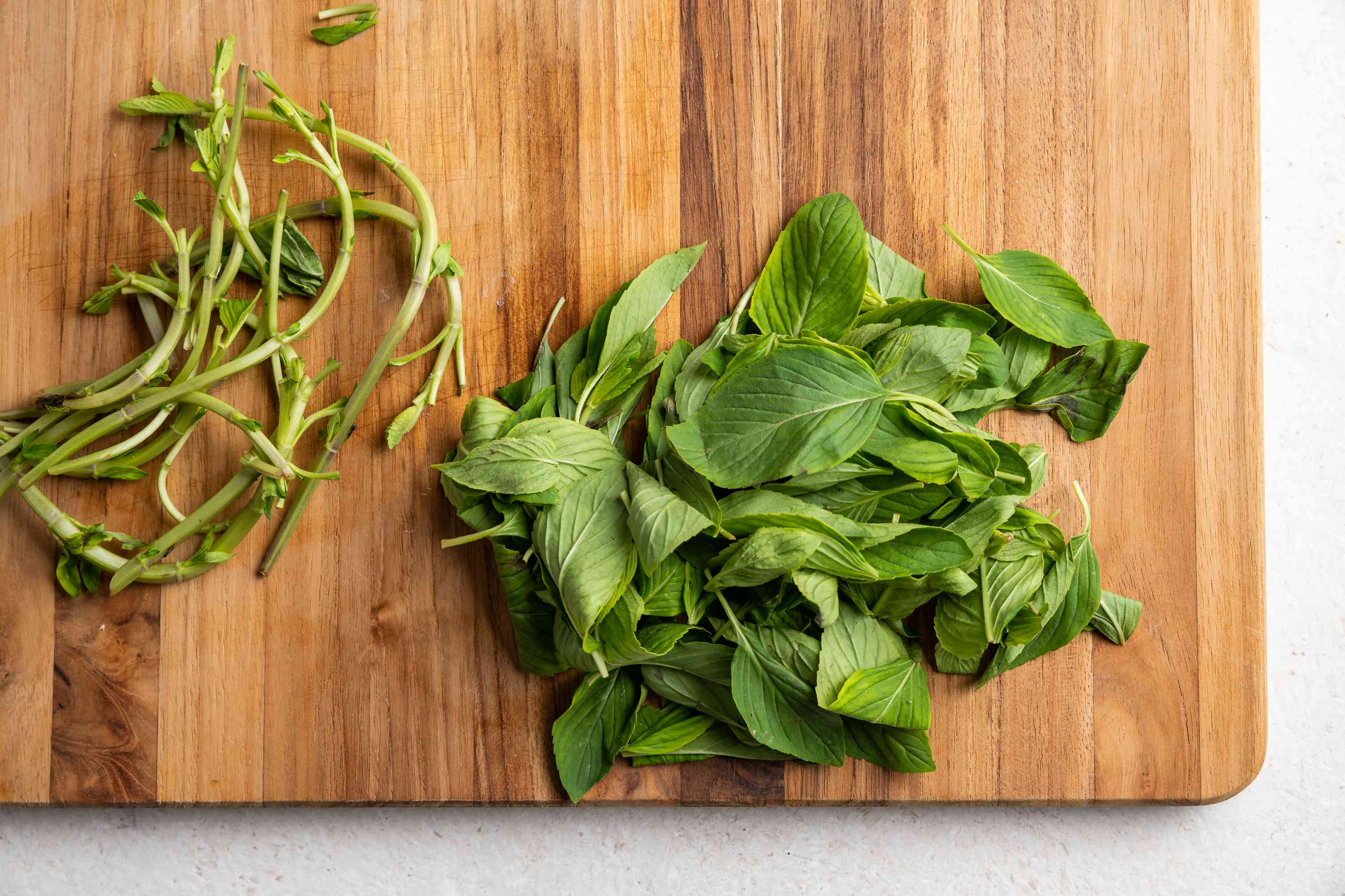 Separate the chili leaves from any stalks