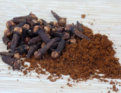 Whole and ground cloves