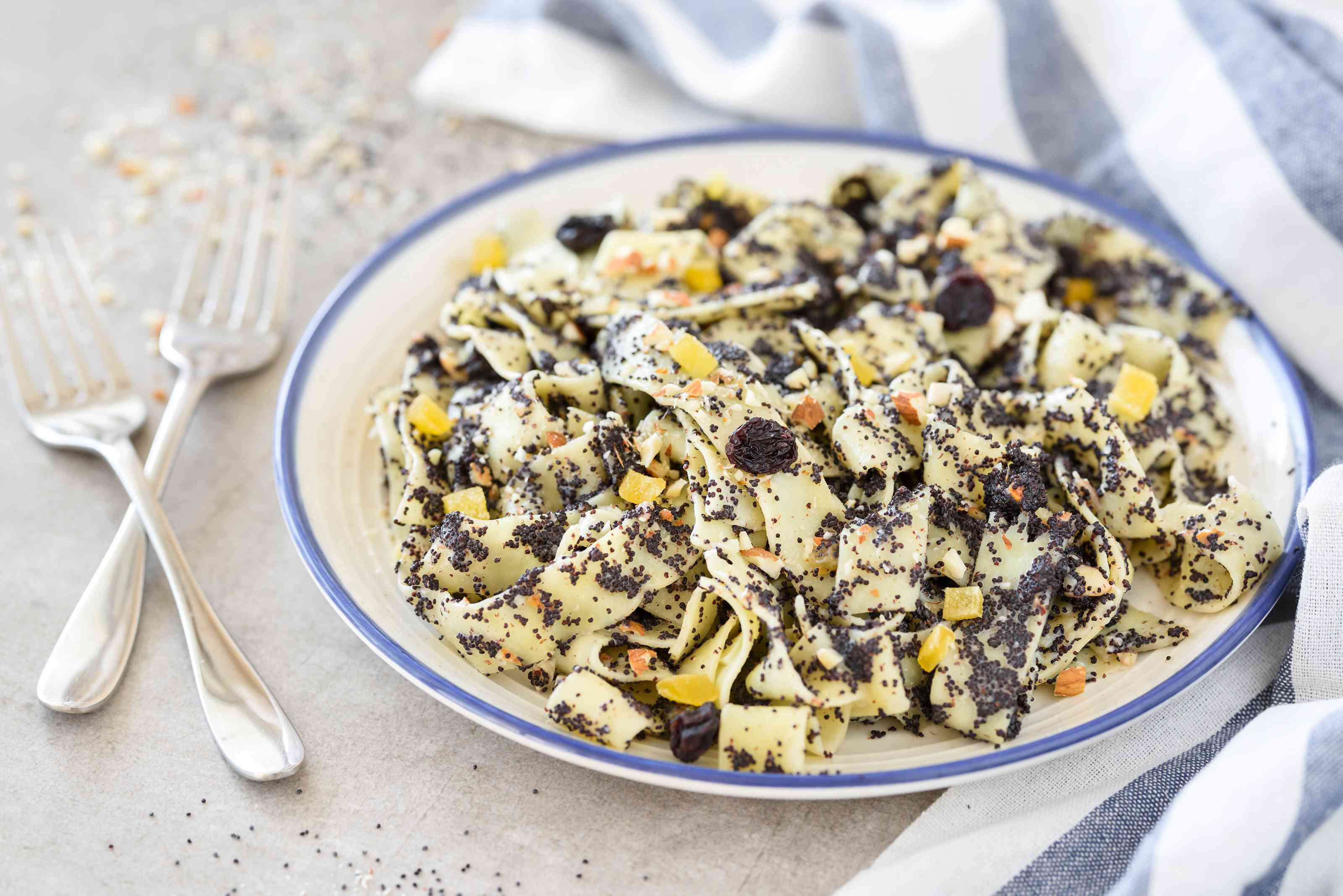 Polish noodles with poppy seeds recipe