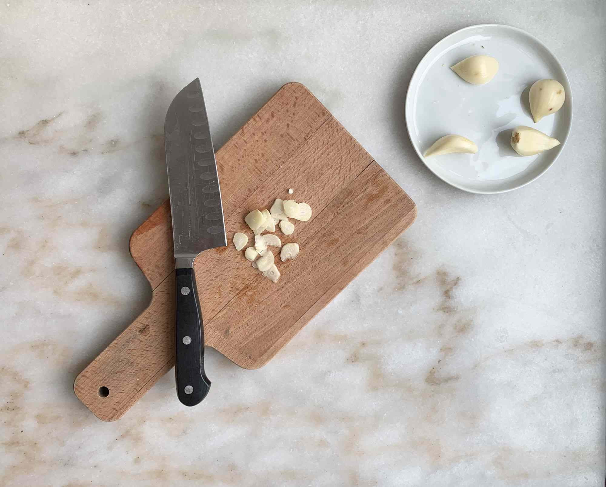 thinly sliced garlic