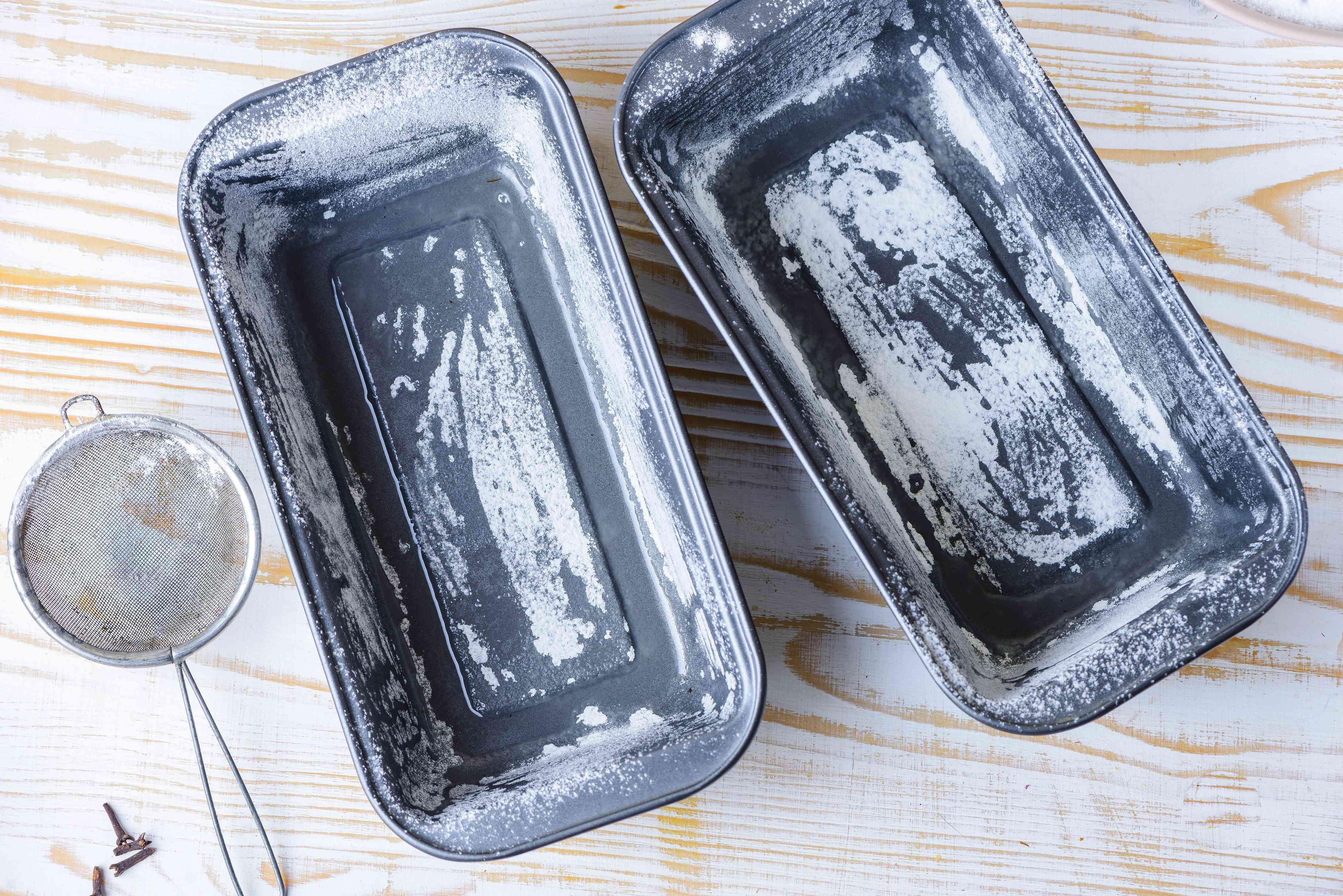Grease pans
