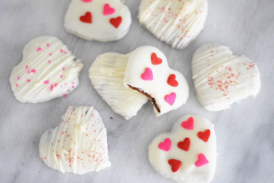 Chocolate blanco, mentas finas en forma de corazón