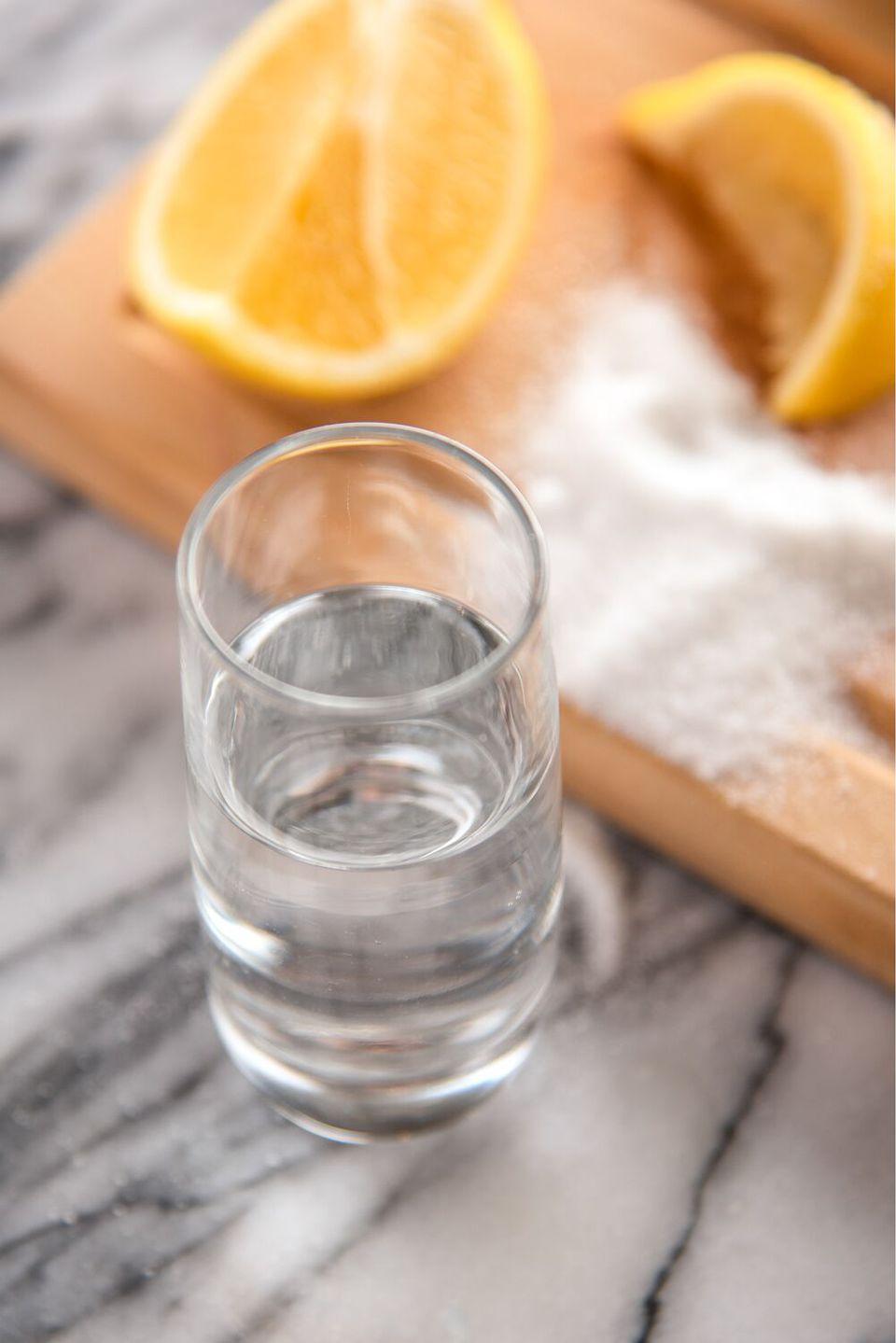 4 maneras de preparar y beber un chupito de limón