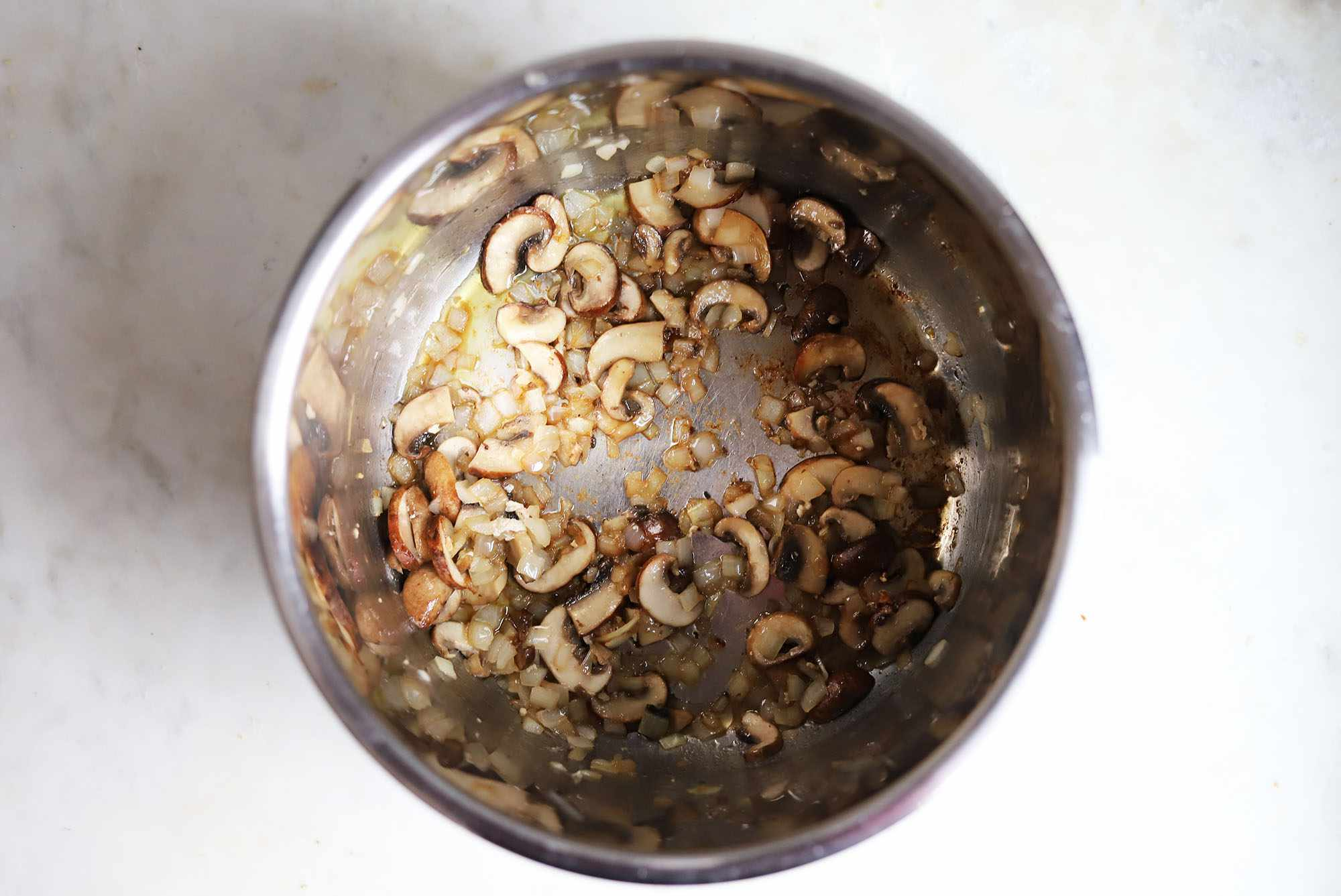 mushrooms and onions sauteed in instant pot