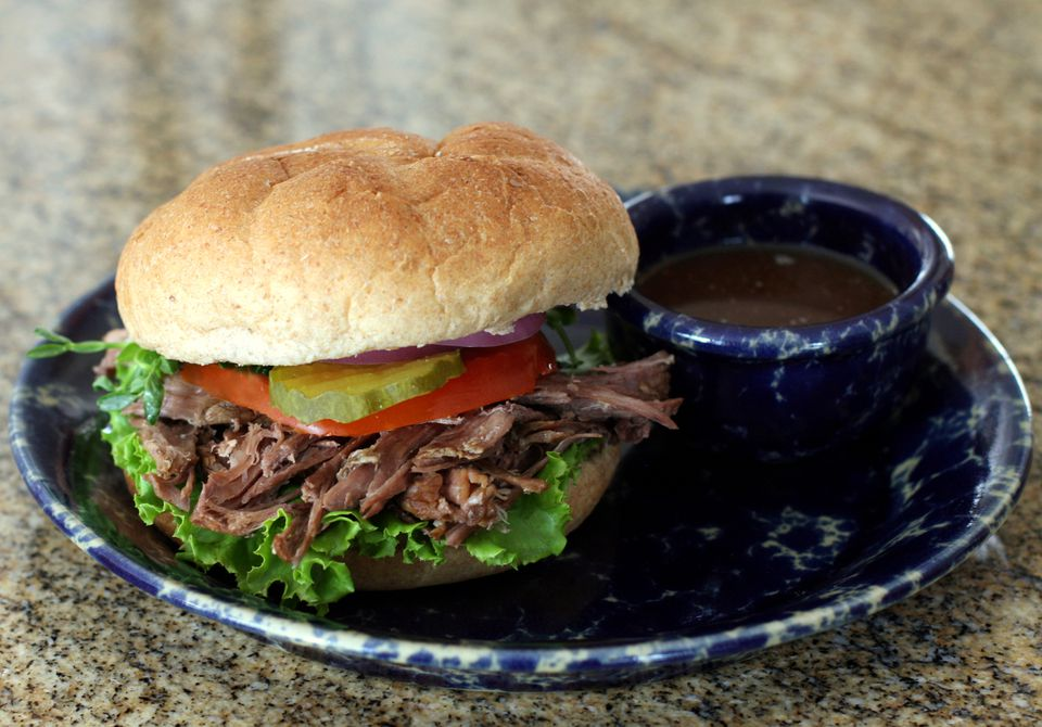 Crock pot Italian beef sandwich with dipping sauce