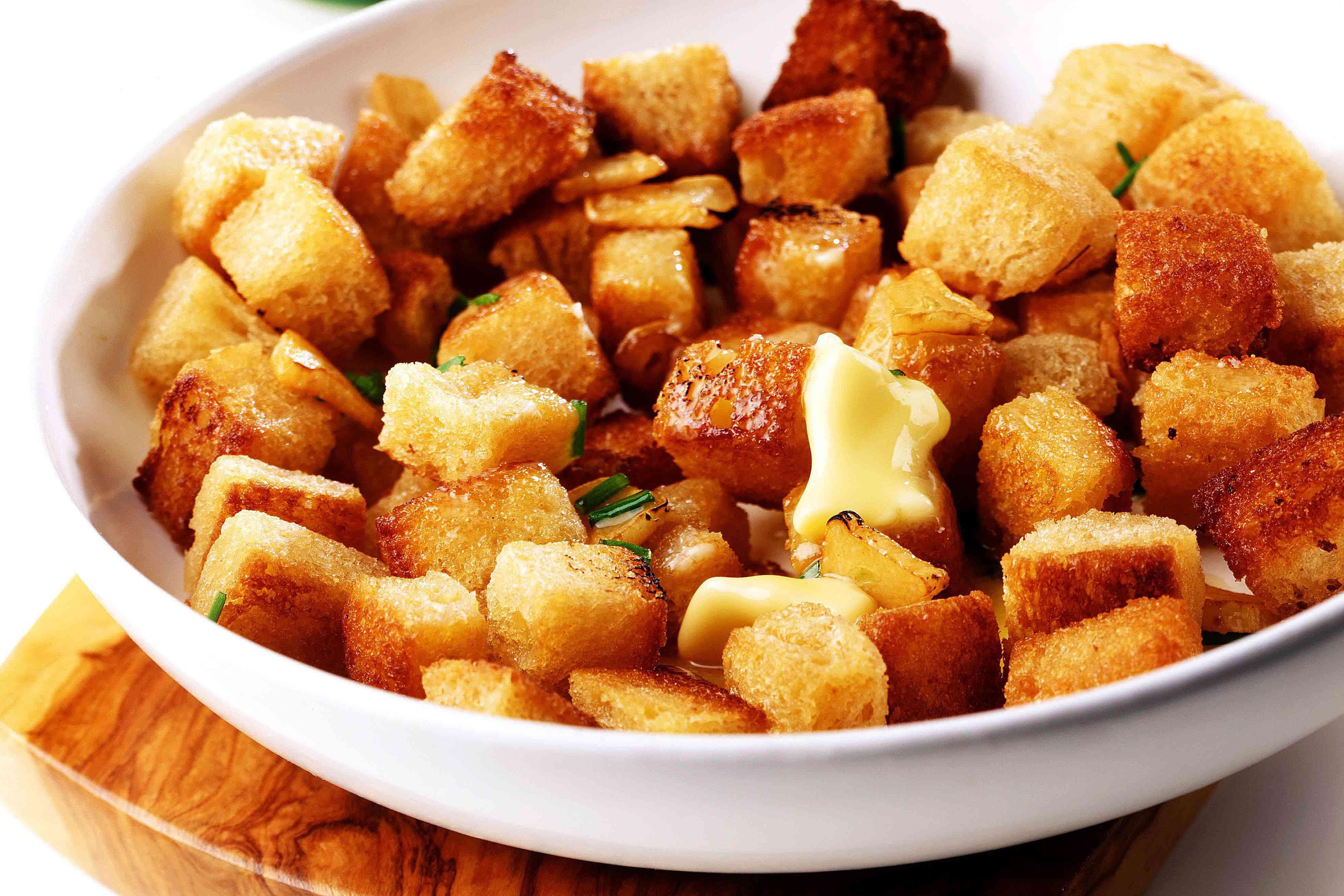 Crispy garlic croutons