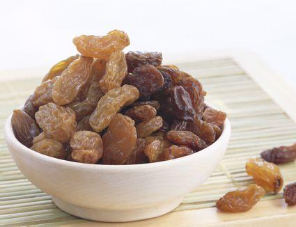 Bowl of raisins and sultanas