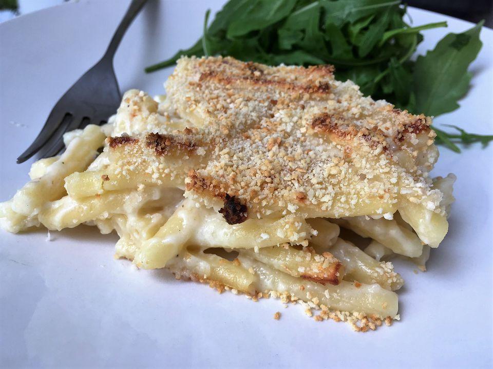 Baked Italian macaroni and cheese (Maccheroni al forno)