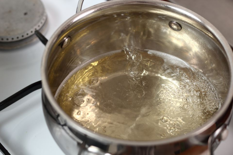 Reducing vinegar to au sec for making beurre blanc sauce
