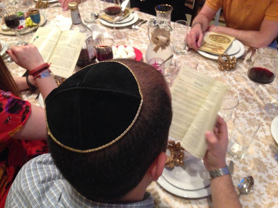 Hagaddah-at-Seder-Michael-Bocchieri-Getty.jpg