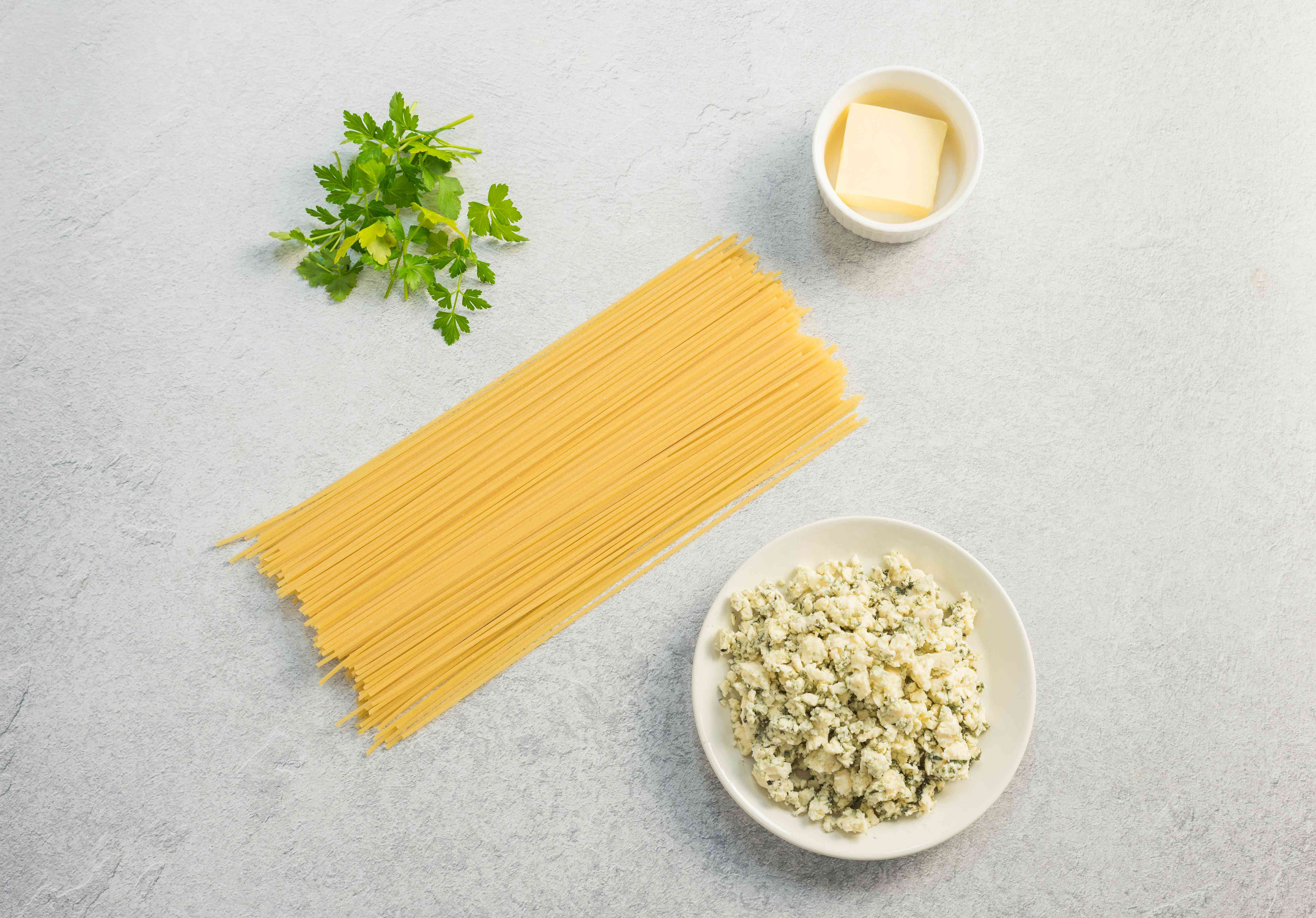 Ingredients for easy blue cheese sauce