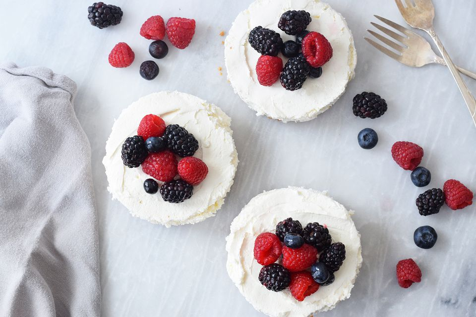 No-bake Cool Whip cheesecake with berries