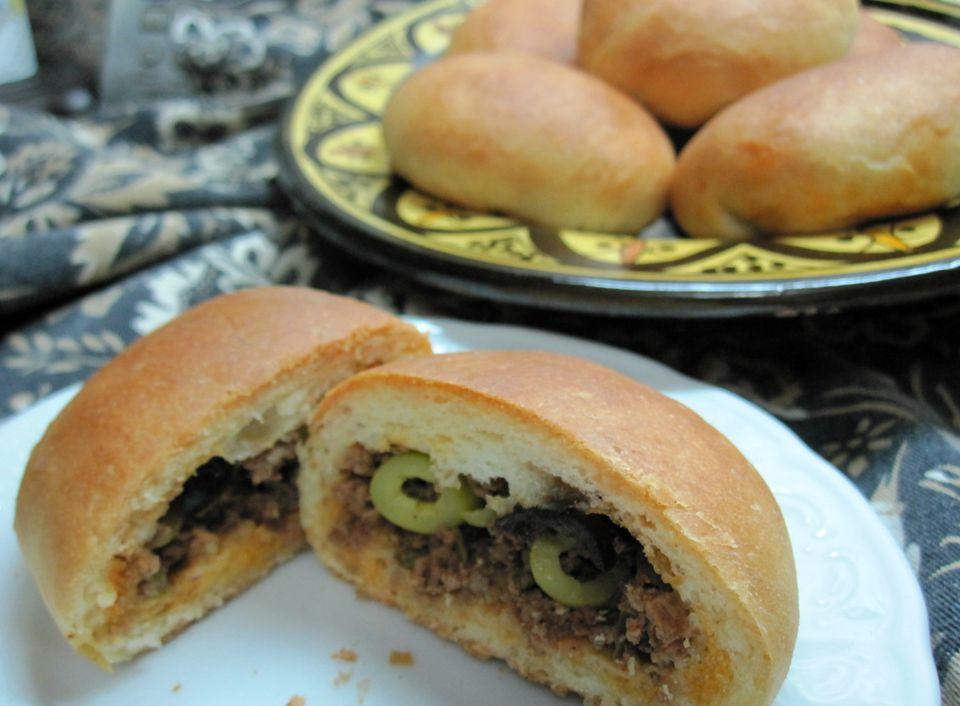 Rollos rellenos de kefta marroquí (Rollos suaves con relleno de carne molida)