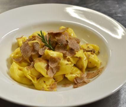 Cheese tortelloni with white truffles