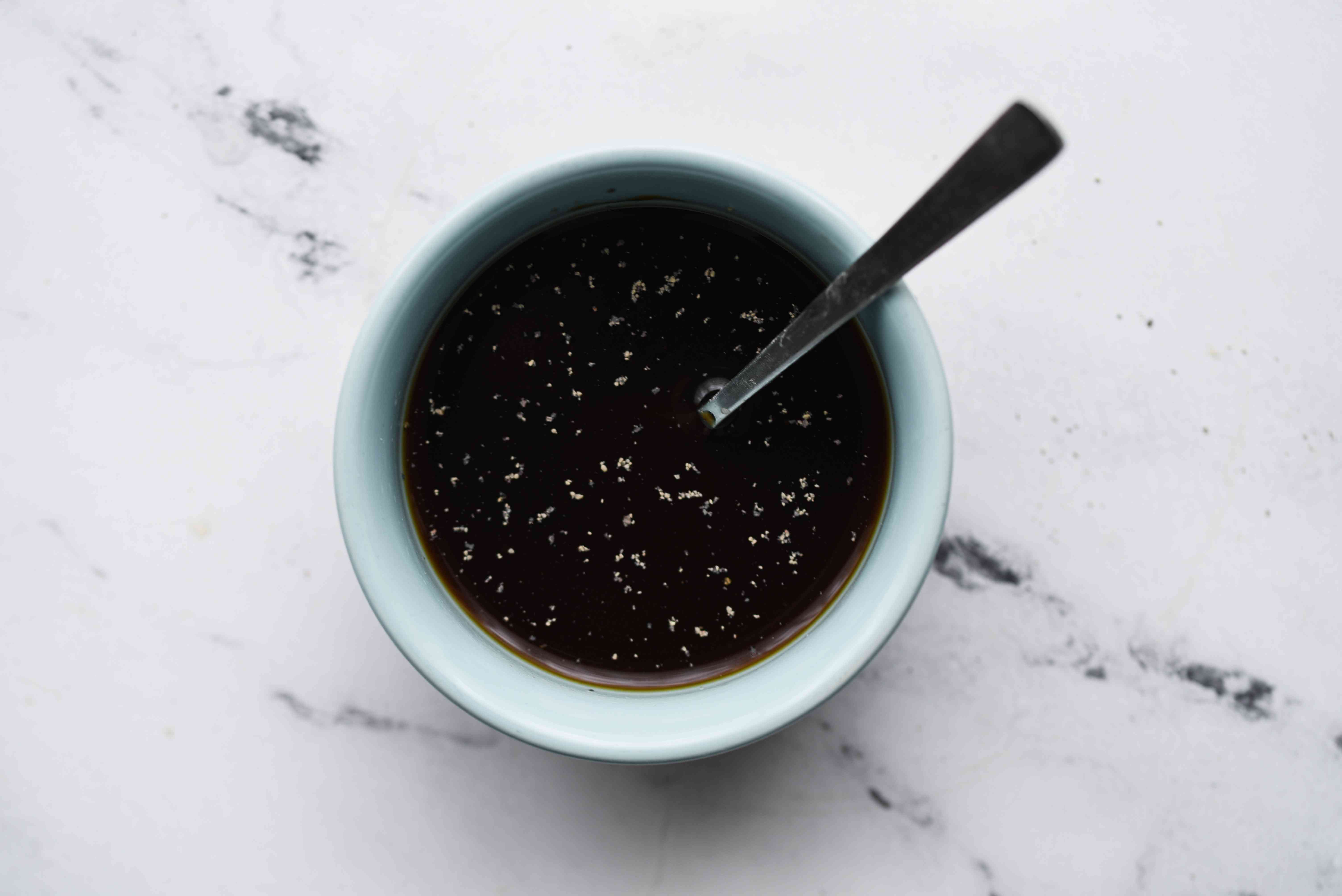 ombine the chicken broth or water, oyster sauce, rice wine or sherry, sugar, and black pepper in a bowl