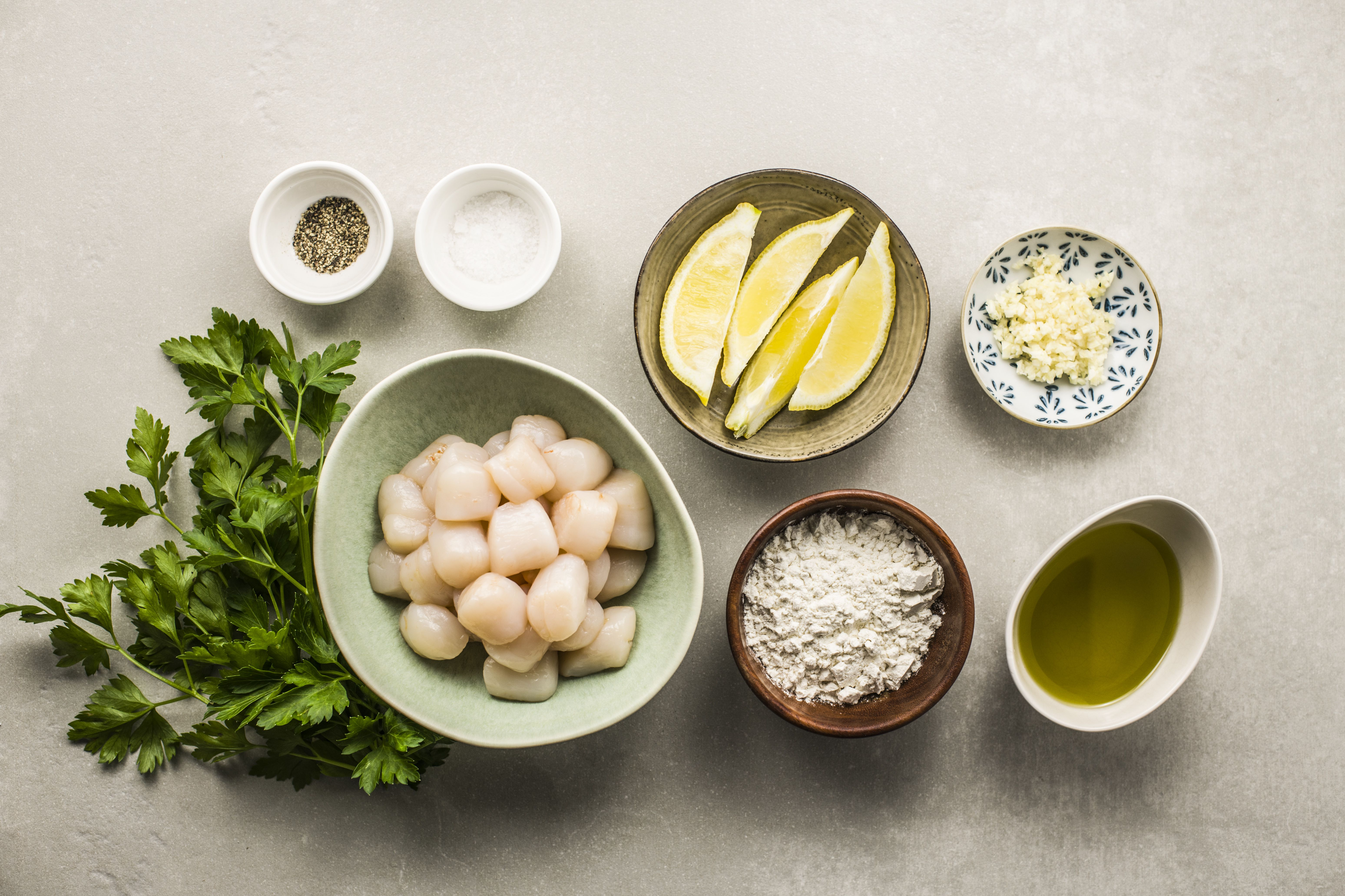Ingredients for bay scallops with garlic