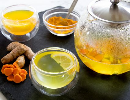 Fresh-Brewed Turmeric Tea With Turmeric Root and Ground Turmeric