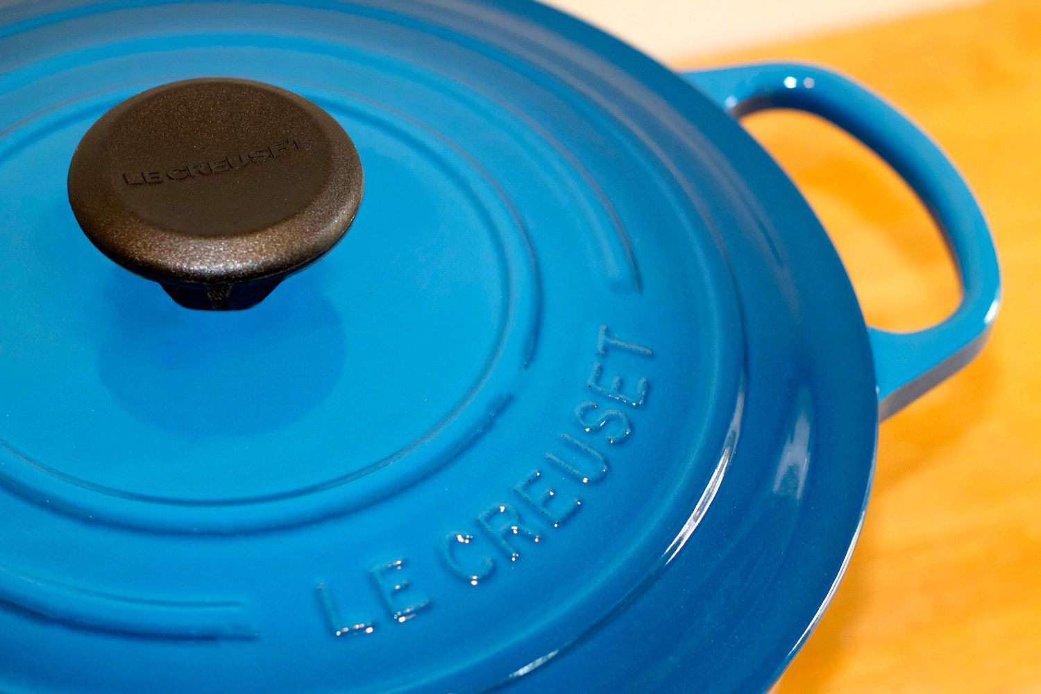 Le Creuset Signature Round Dutch Oven Review Where Style Meets Substance