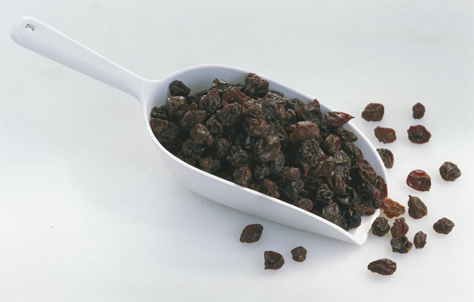 raisins in scoop