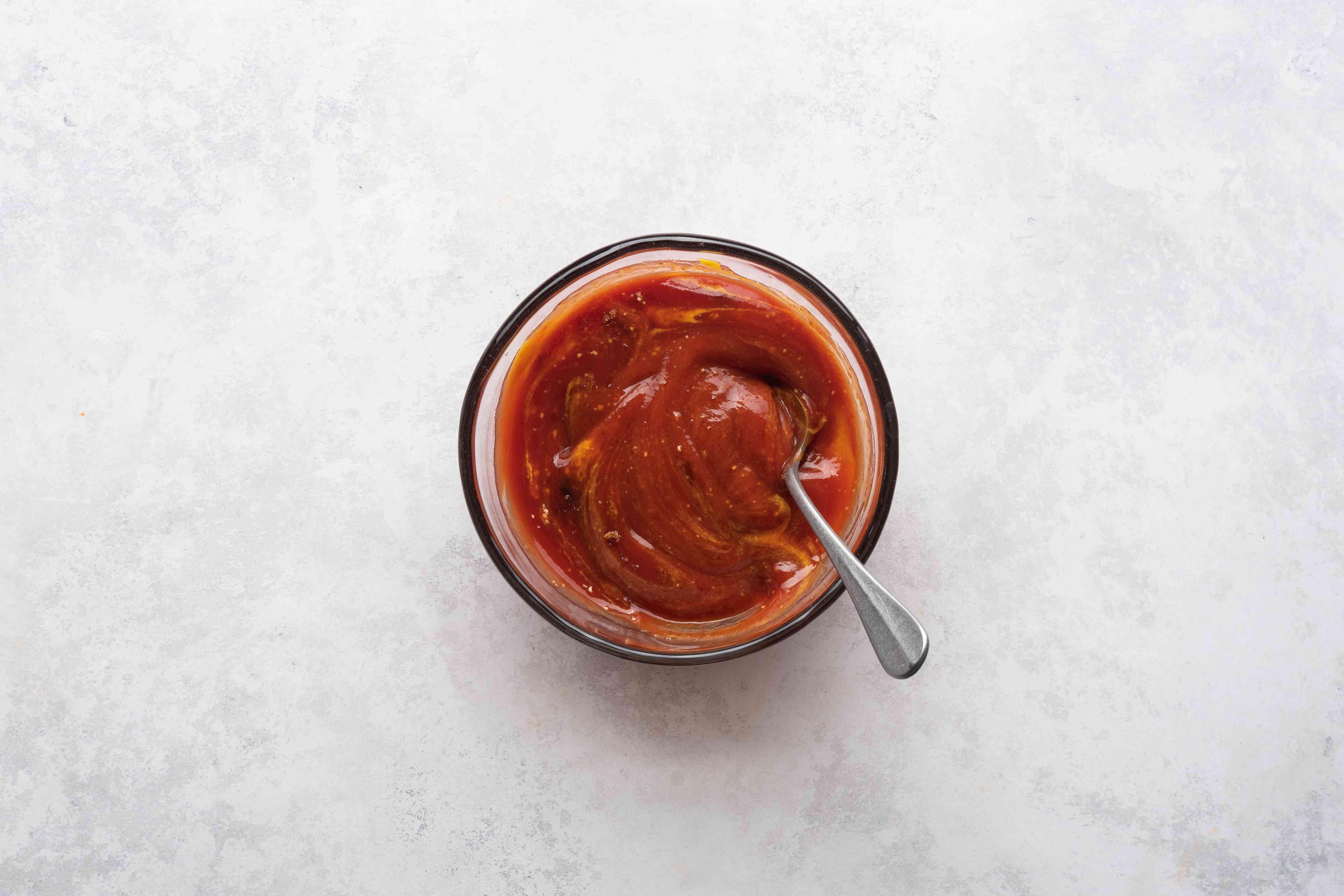 combine the garlic powder, prepared mustard, ketchup, and brown sugar in a bowl