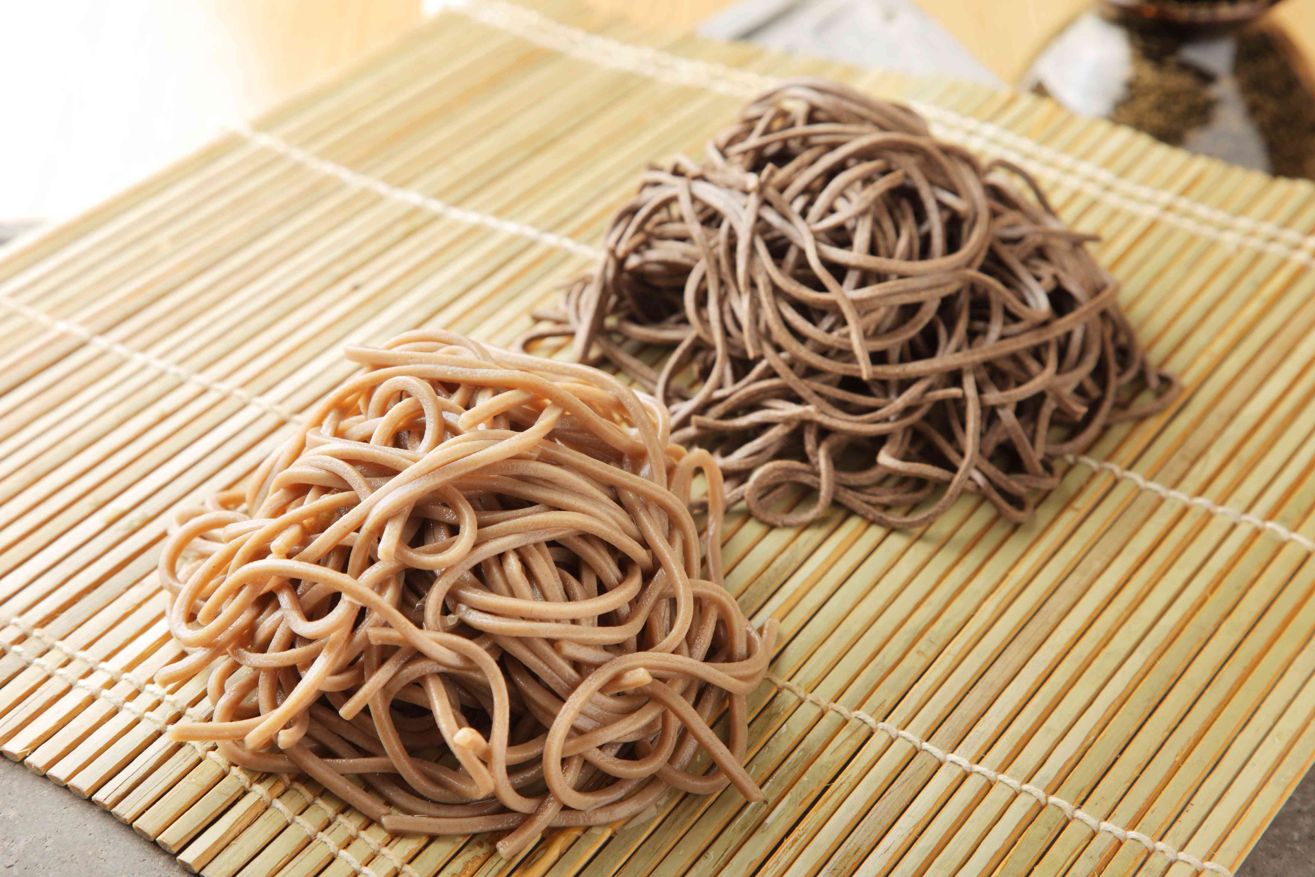 Japanese raw dried udon noodle on bamboo tray in restaurant