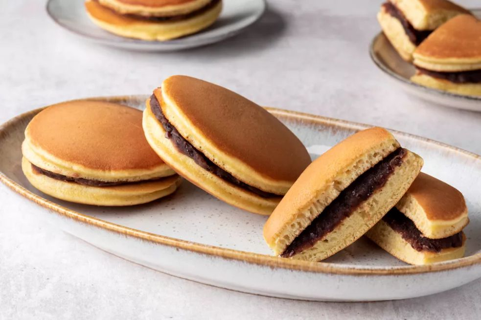 Dorayaki (Japanese Sweet-Filled Pancakes)