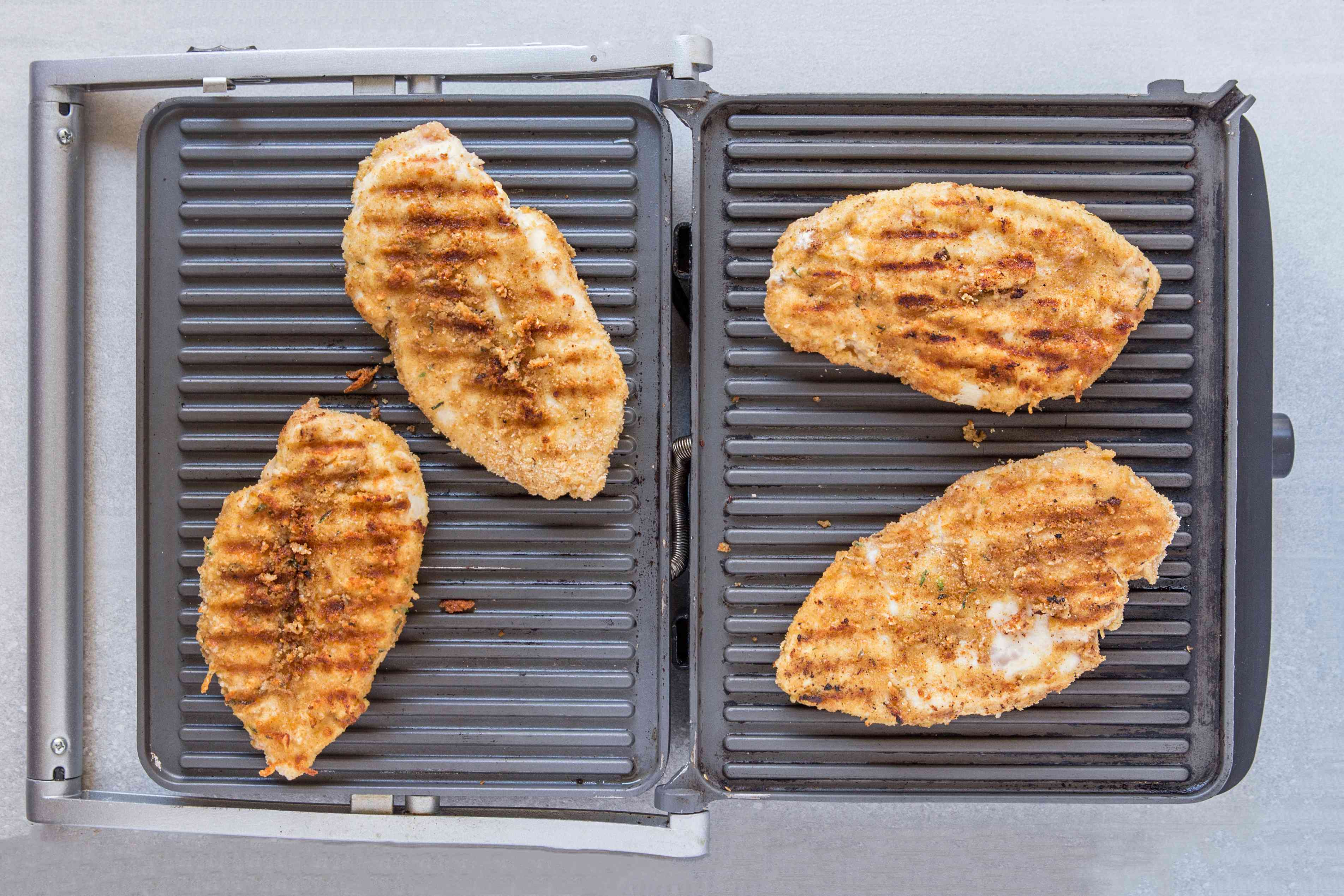 Crispy grilled chicken on an indoor grill