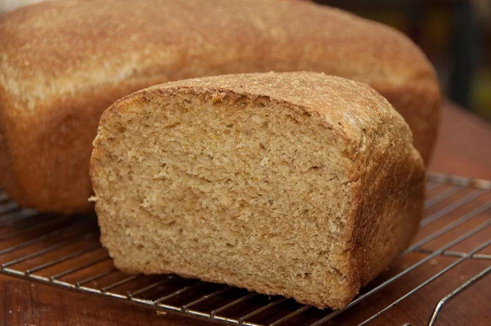Easy Anadama Bread