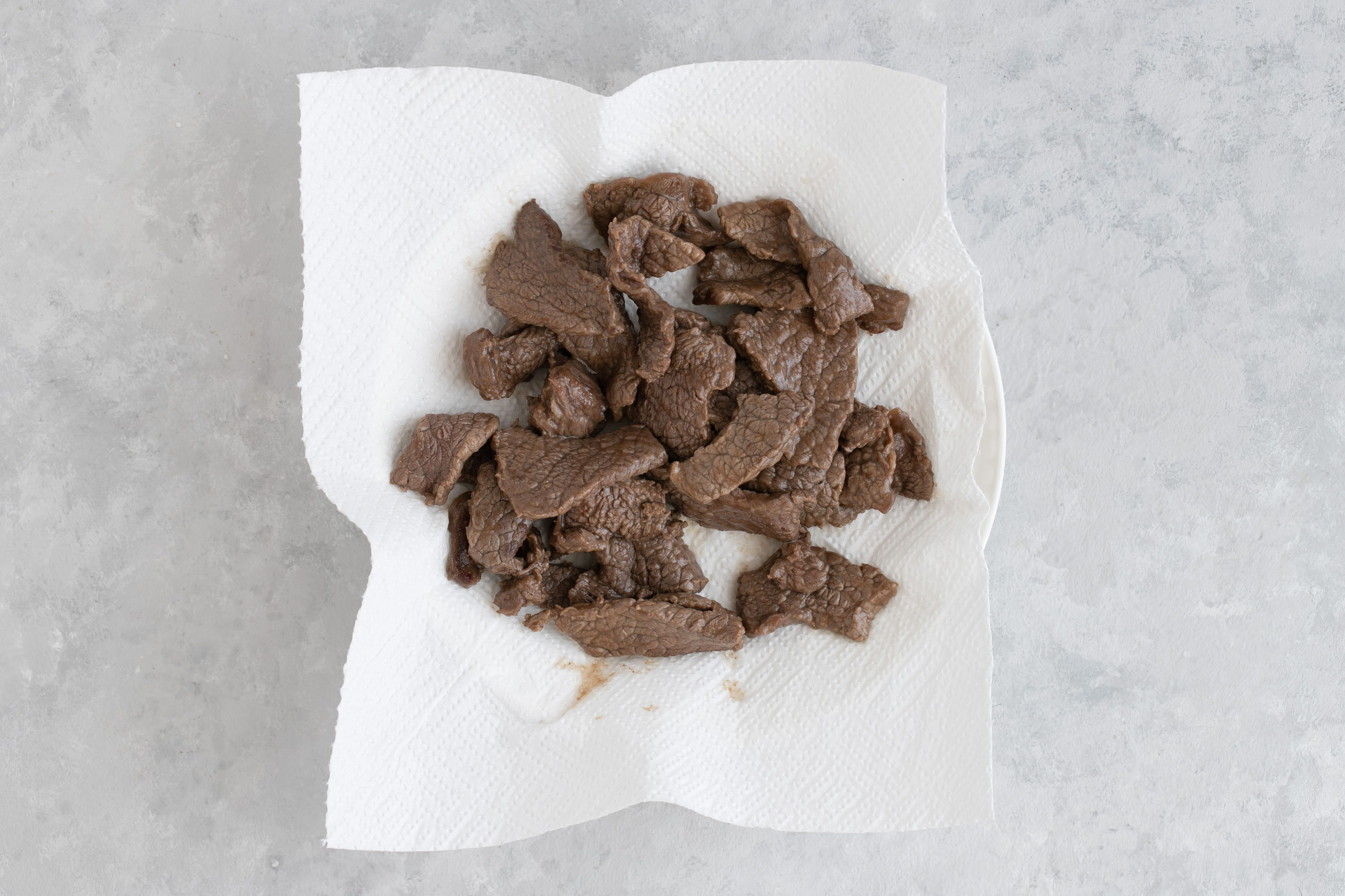 Beef draining on paper towel