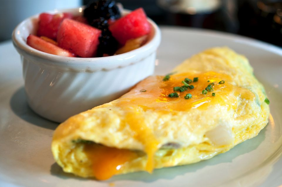 Cheese omelet and fruit