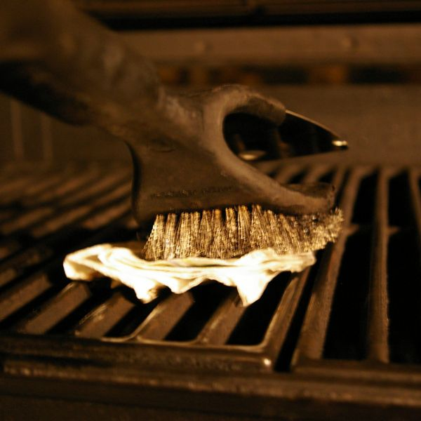 Oiling the cooking grate