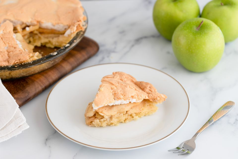 Apple pie with meringue topping
