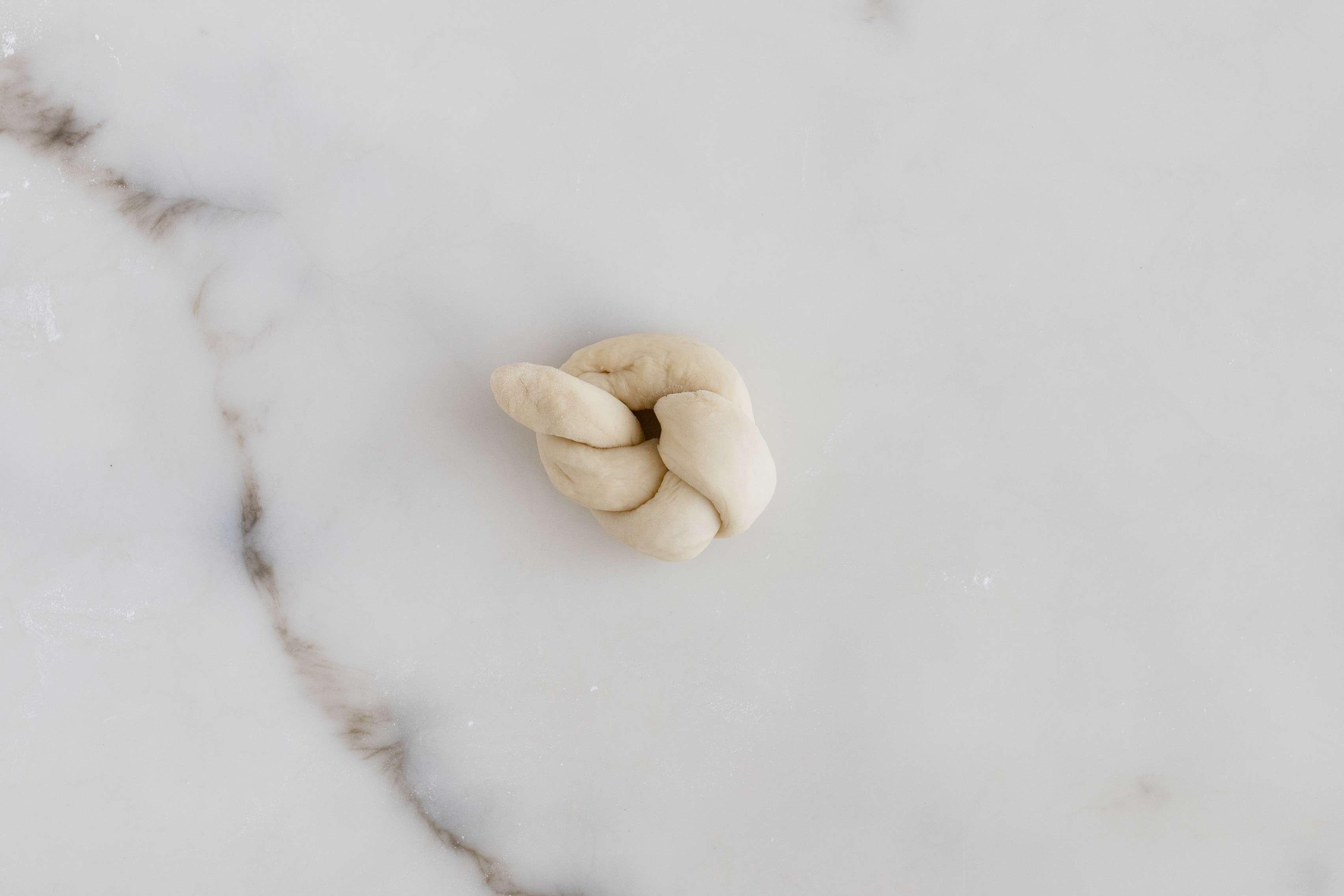 Knot dough