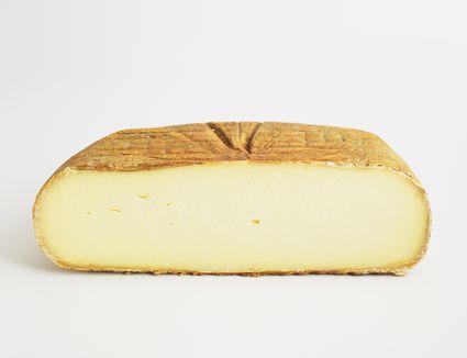 Sliced cushion of Spanish Mahón cow's milk cheese