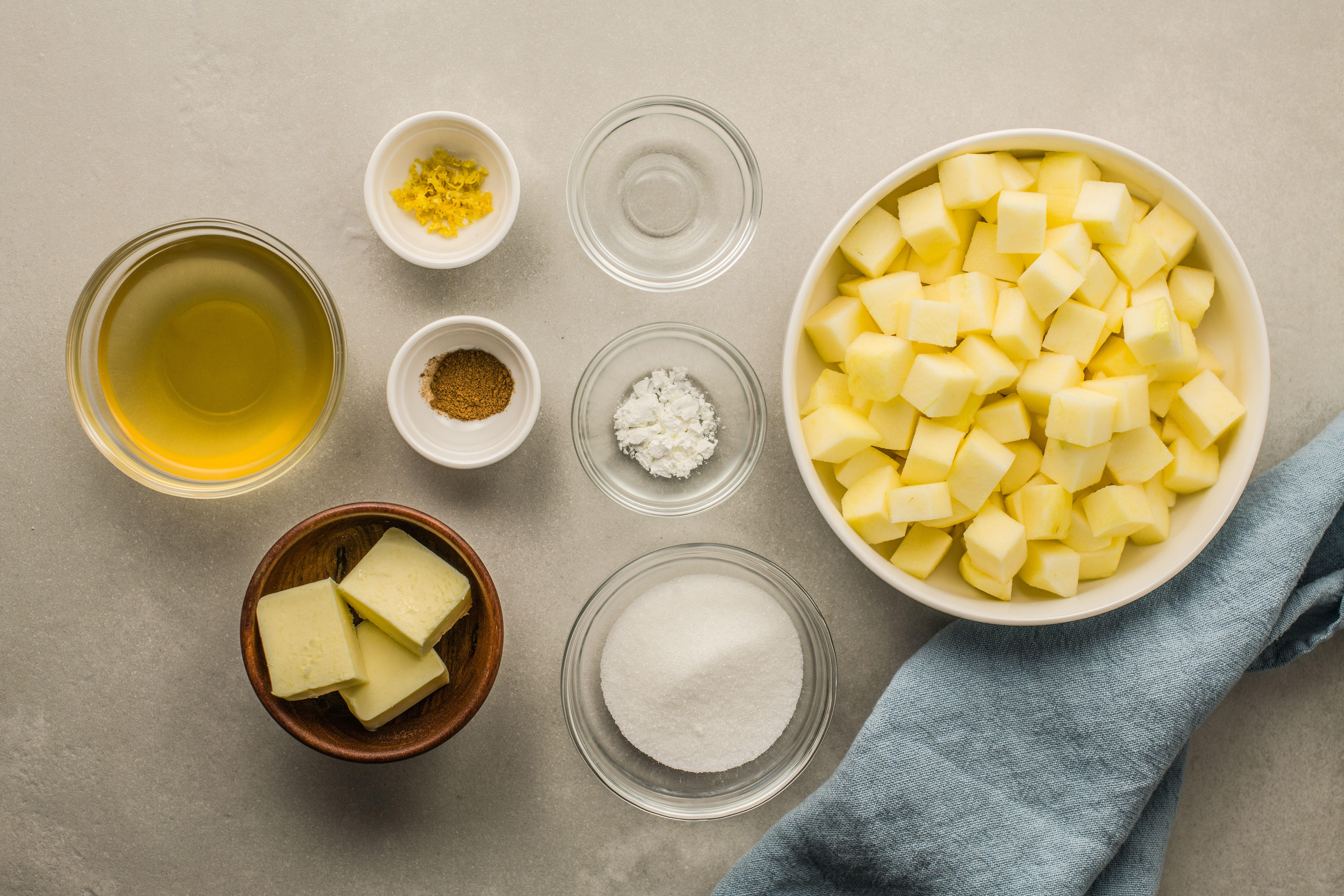 Ingredients for caramelized apples