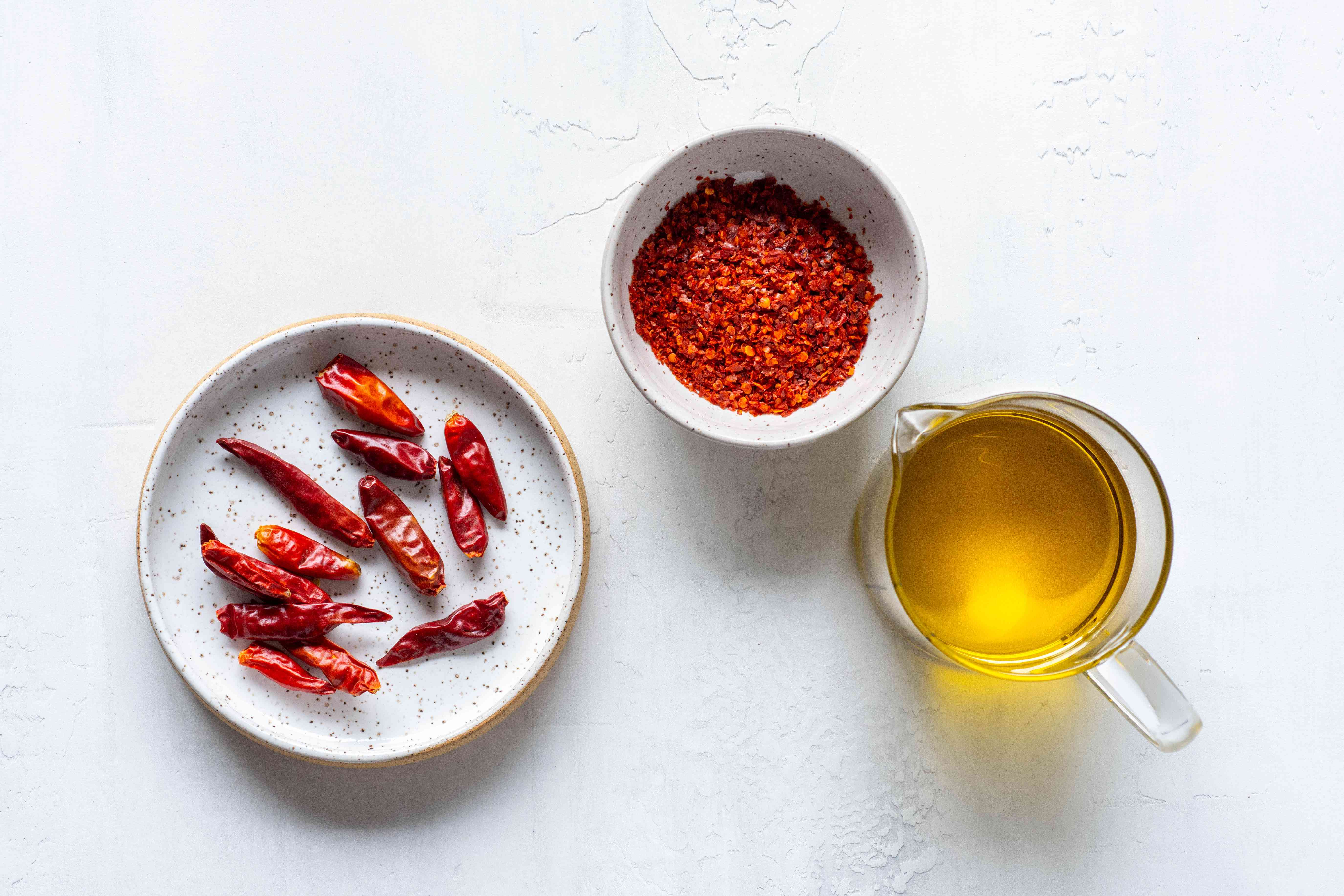 Chile Oil ingredients, olive oil and red chile peppers