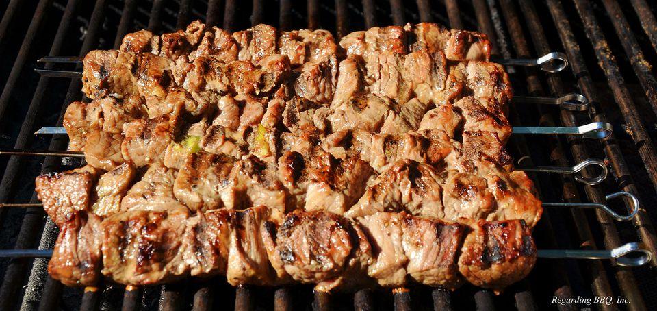 Kebabs de carne de res estilo tailandés a la parrilla